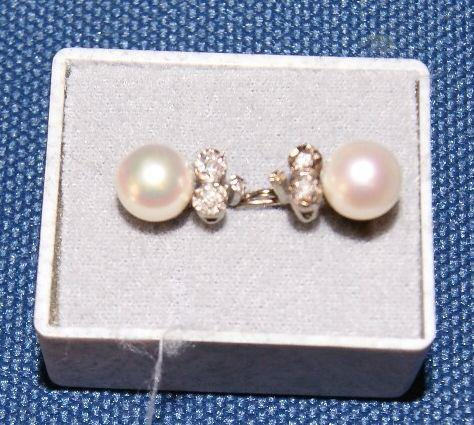 earrings pearl.jpg